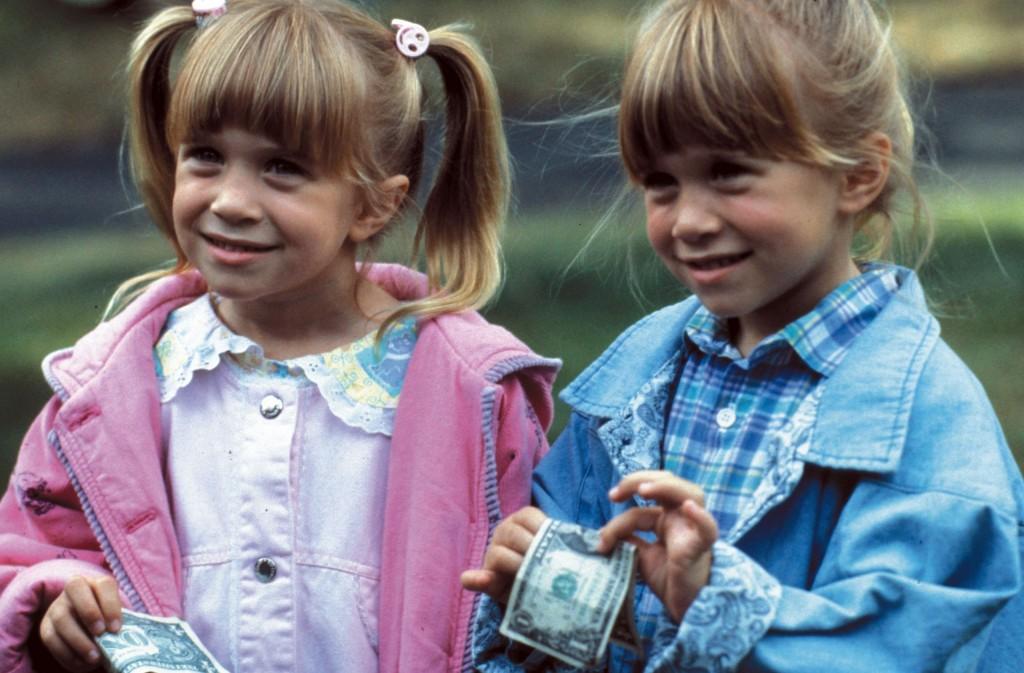 4. Gemenele Olsen, au trebuit să poarte dinți falși dealungul anilor în care au jucat în Full House , deoarece zâmbetele lor începeau să fie diferite pe măsură ce creșteau.