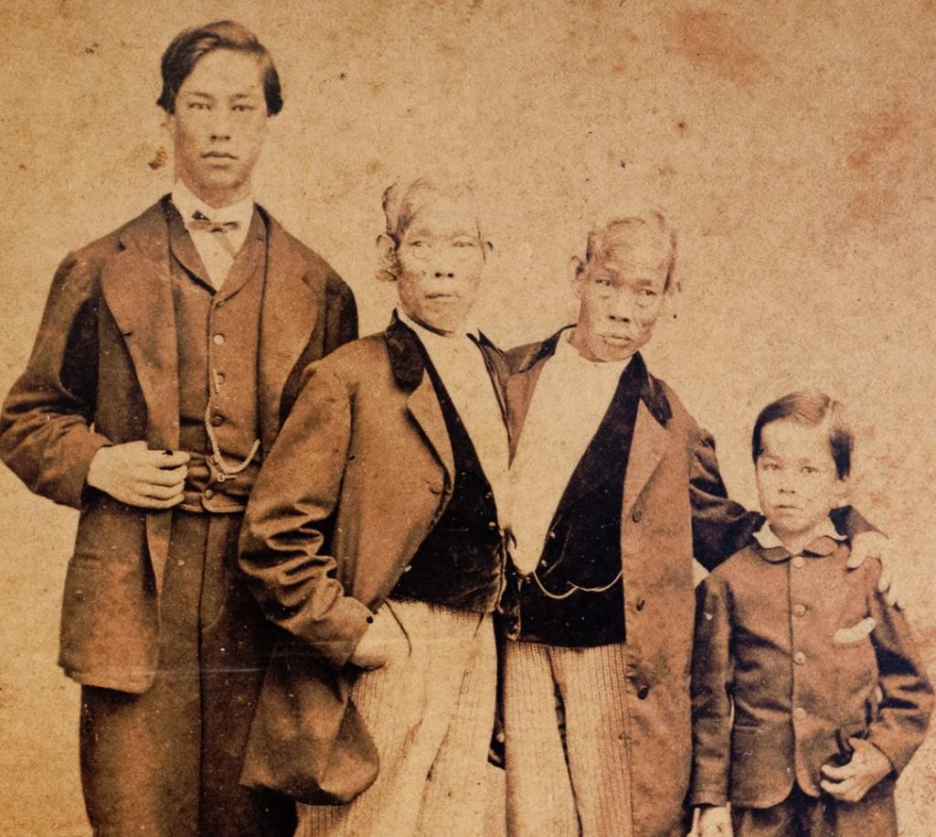 9. Gemenii Siamezi originali au făcut 21 de copii, descendenții lor acuma sunt peste 1.500.